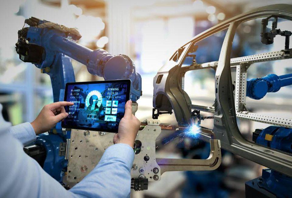 Revolutionizing-Manufacturing